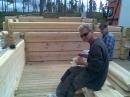 Konstruktör och tillverkaren Mats (han med dom tuffa solglasen) med sin assistent.